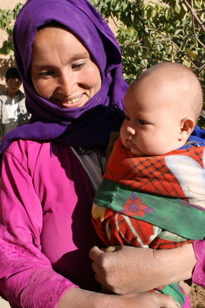 Idp_woman_with_3_mth_girl_in_new_ho